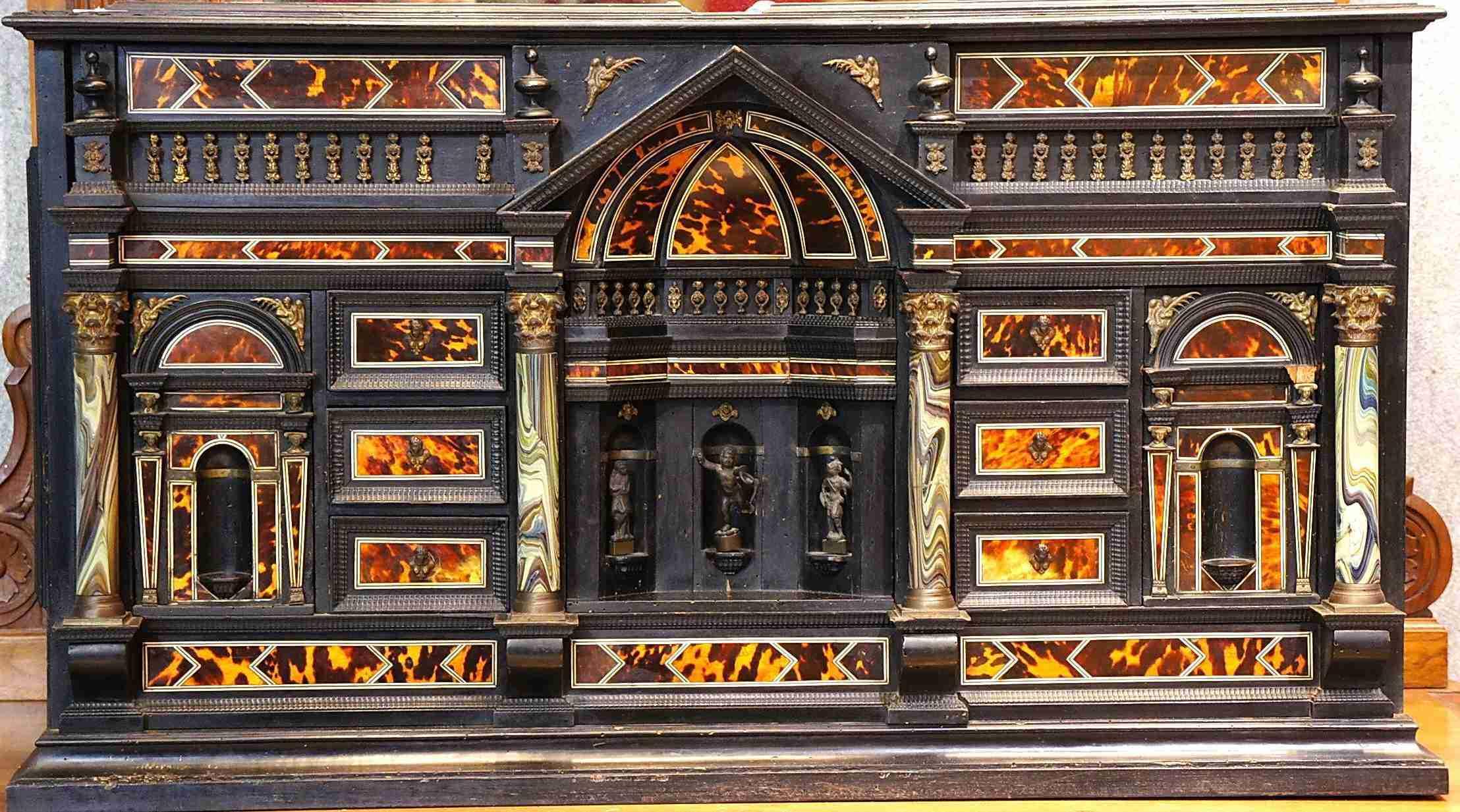 monetiere italiano epoca 500 ebano, tartaruga, bronzo, colonne in pasta di vetro
