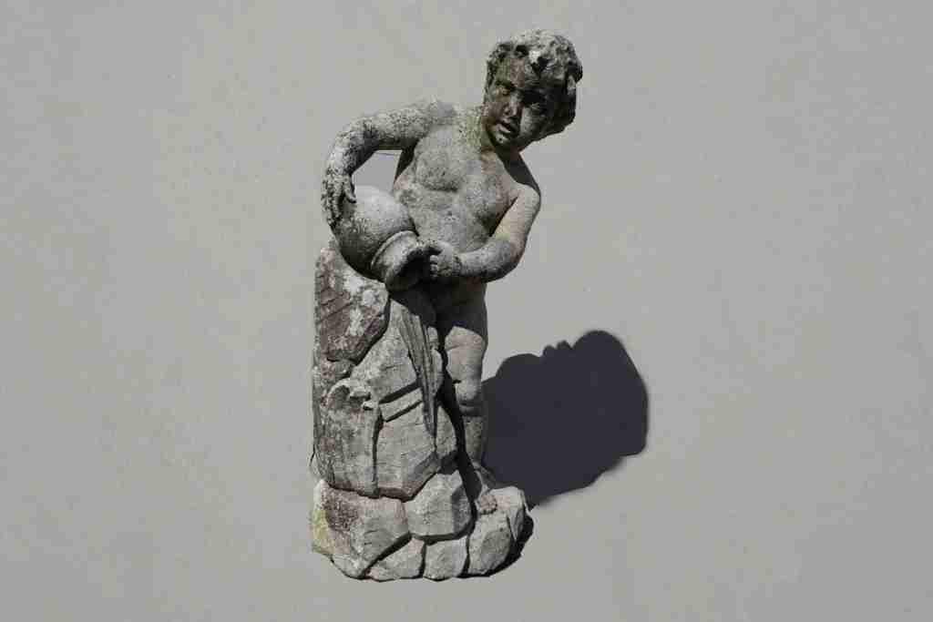 11statua pietra