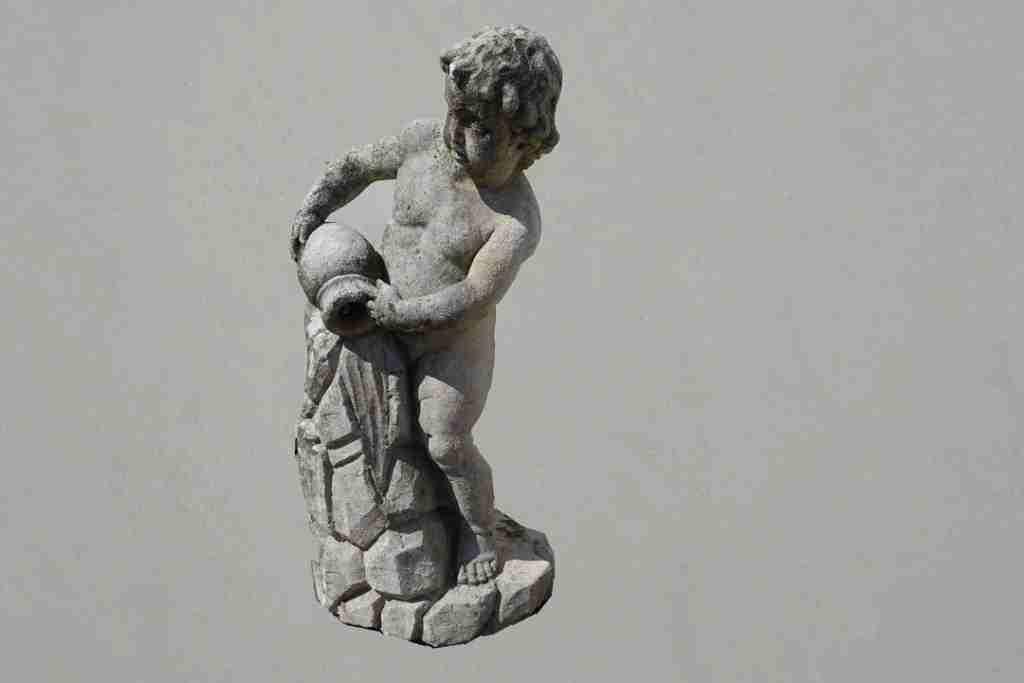 12statua pietra