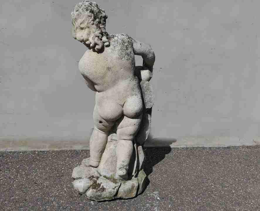 19statua pietra