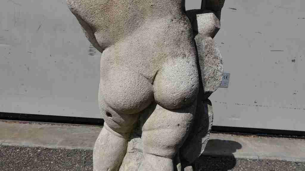 21statua pietra