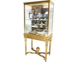 Английская витрина Людовика XVI из бронзы и позолоченного дерева