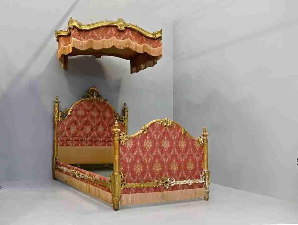 letto baldachino dorato 15