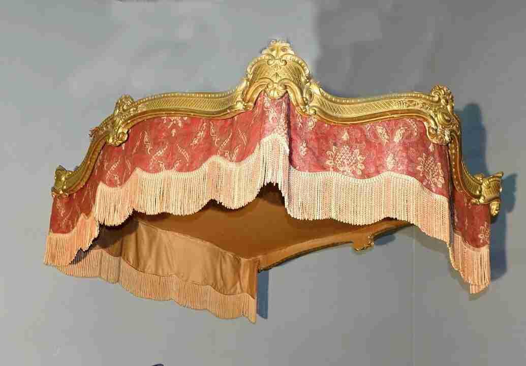 letto baldachino dorato 63