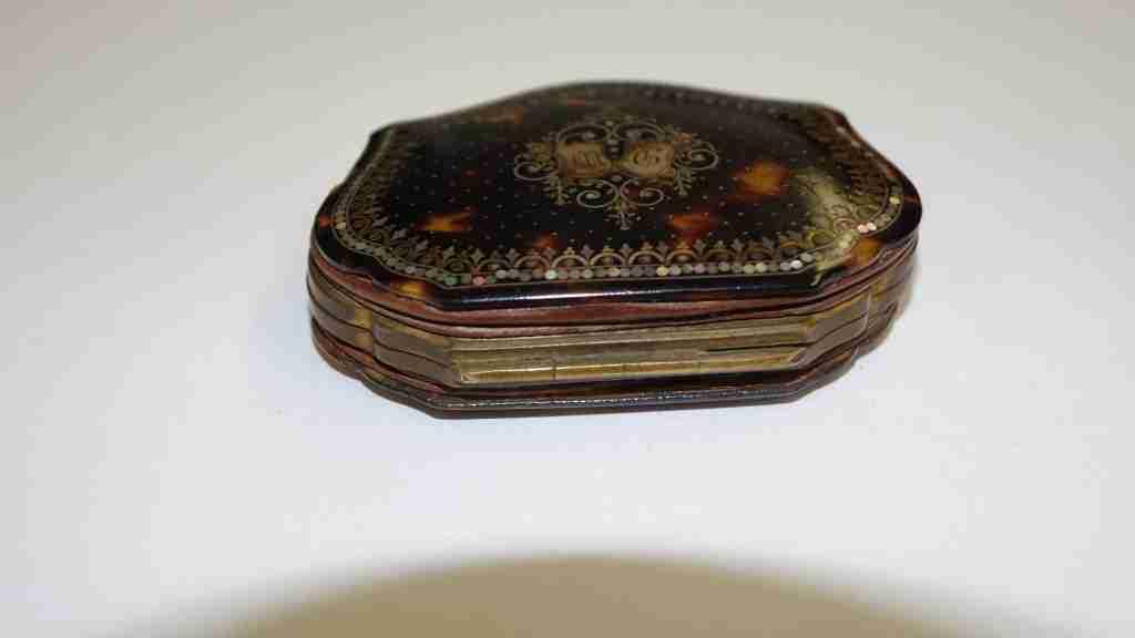 scatola+borsellino+tartaruga+oro+e+madre+perla_01