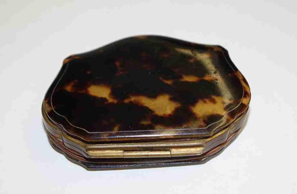 scatola+borsellino+tartaruga+oro+e+madre+perla_02