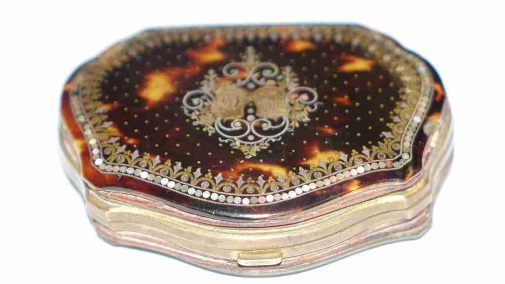 scatola+borsellino+tartaruga+oro+e+madre+perla_05