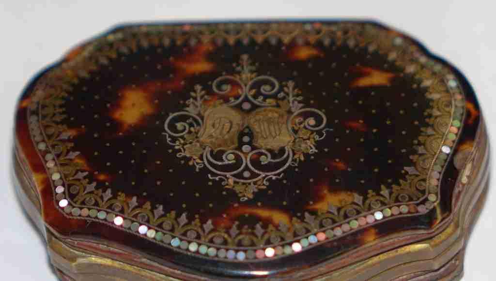 scatola+borsellino+tartaruga+oro+e+madre+perla_06