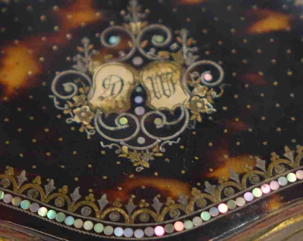 scatola+borsellino+tartaruga+oro+e+madre+perla_07
