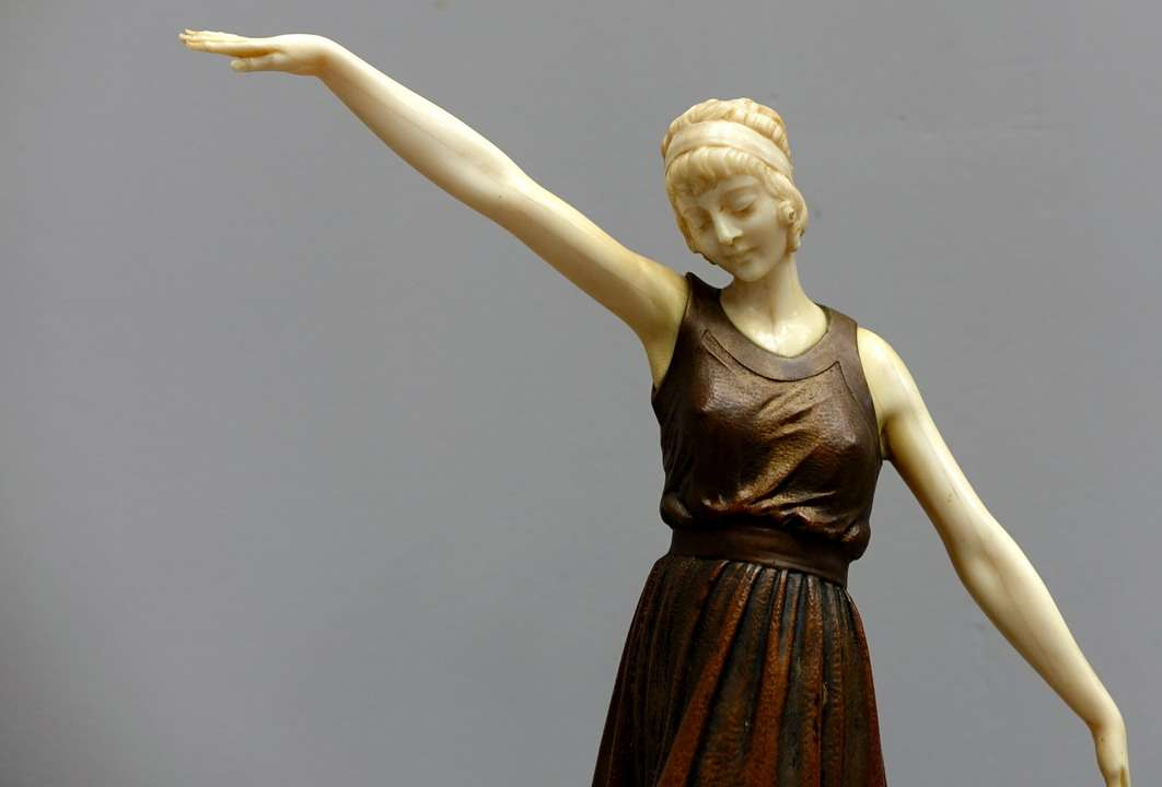 Sculpture DHChiparus Ballerina of classical dance