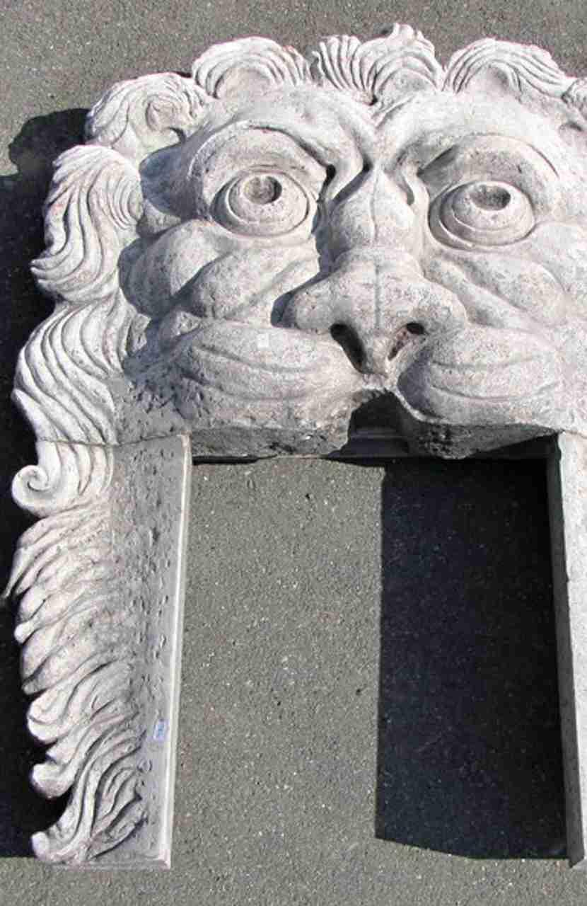 camino-mascherone-marmo-verona