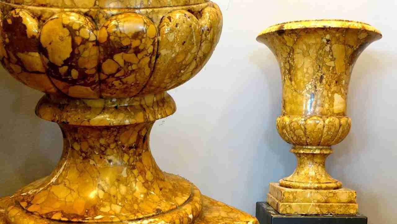 Coppia vasi a cratere antichi in rarissimo giallo antico