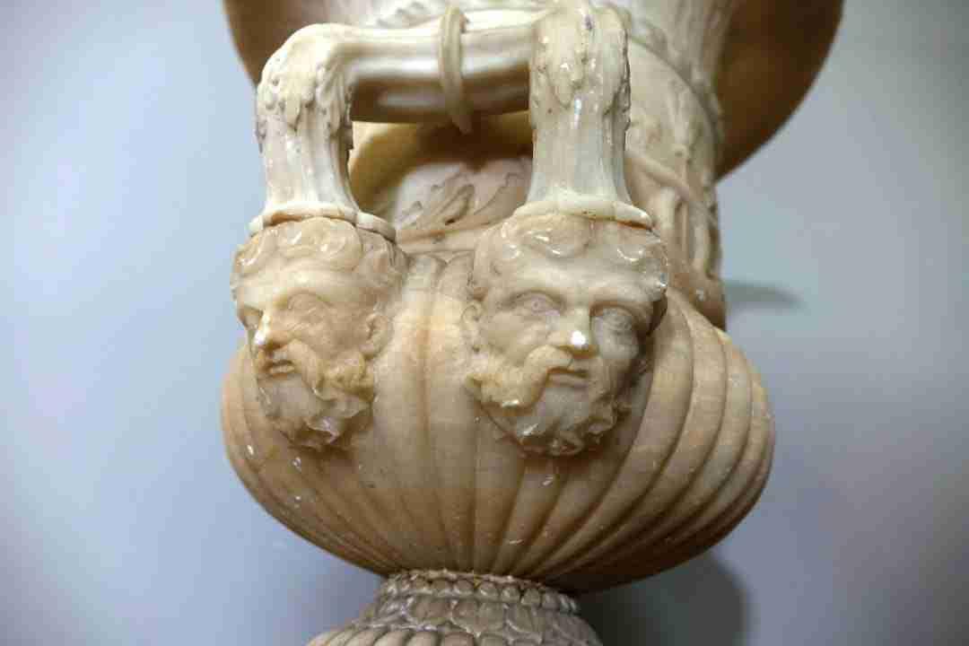 Vaso neoclassico in alabastro  1260045