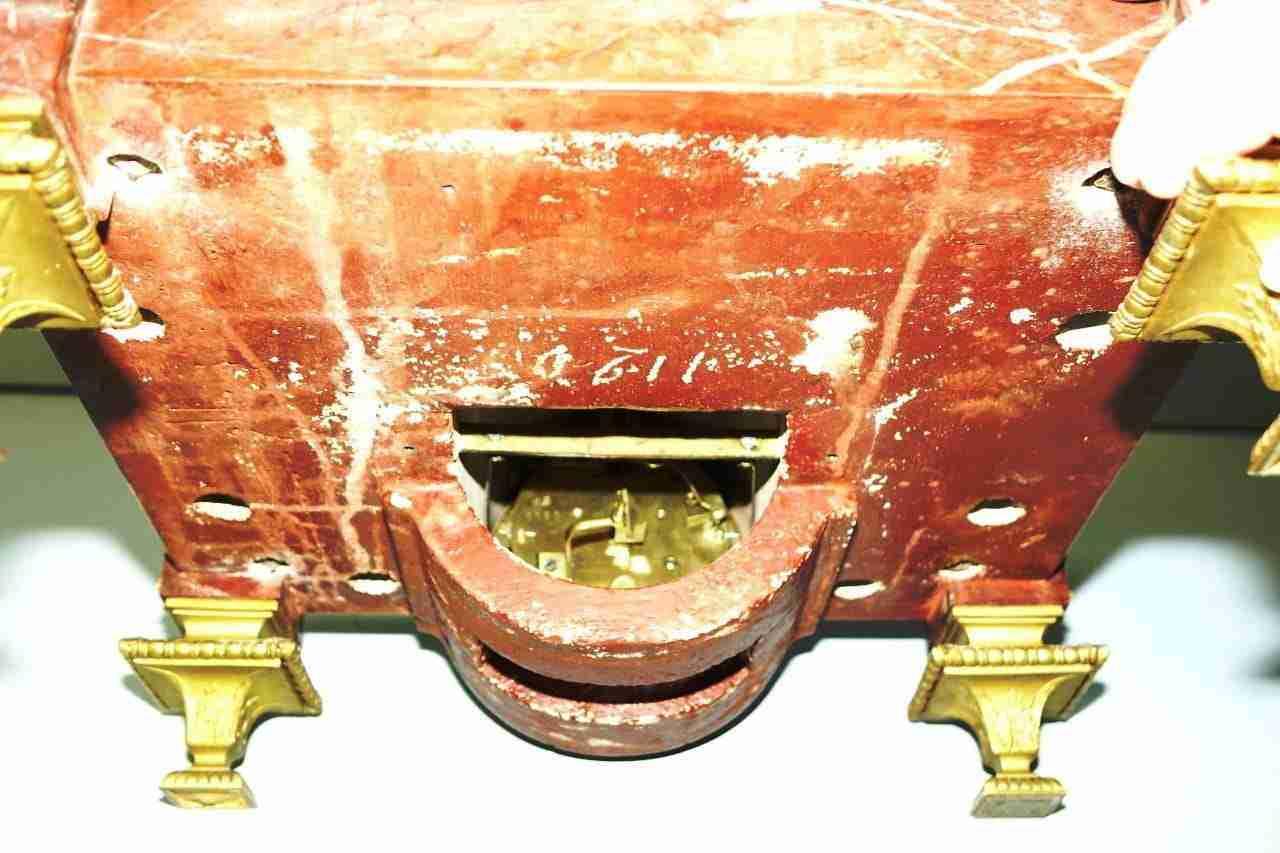 base-marmo-rouge-bronzo-orologio-24