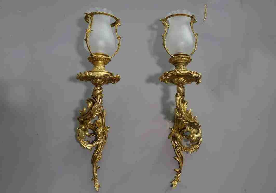 coppia bracci in bronzo dorato appliques