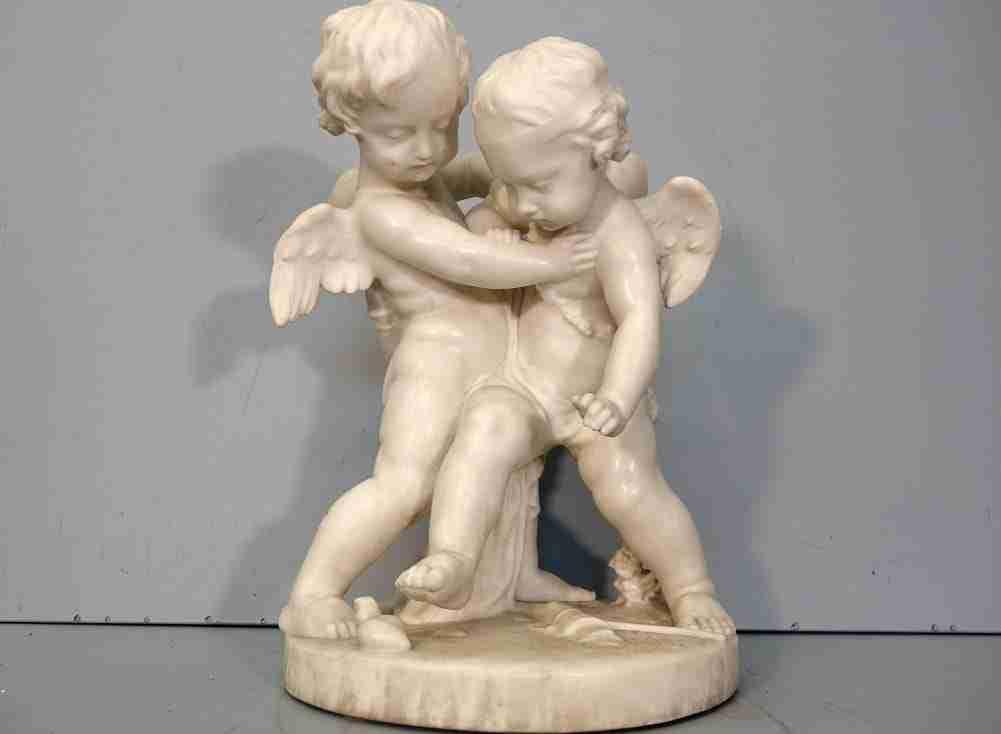 scultura marmo di carrara – angeli in lotta per il cuore  0270074
