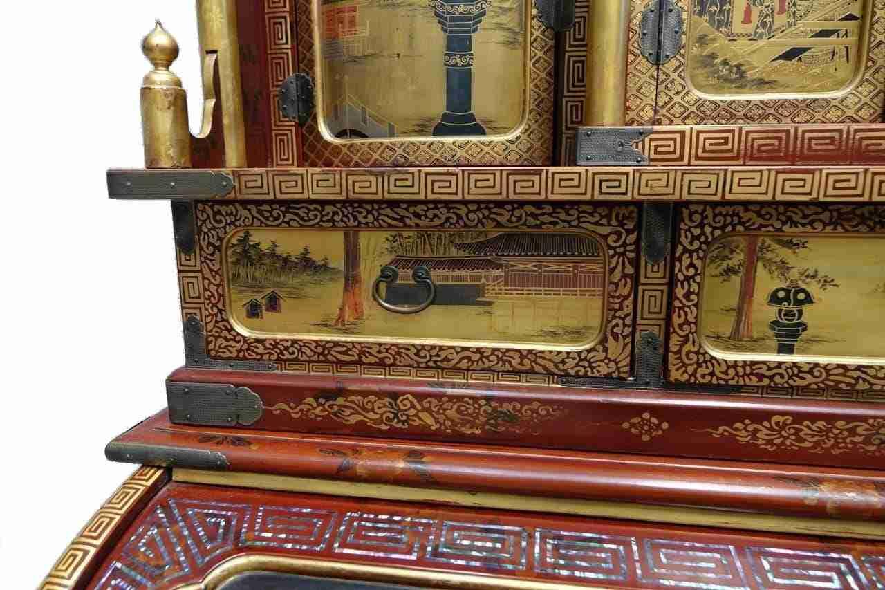 Scrivania scrittoio laccato dorato, Giappone, periodo Meiji