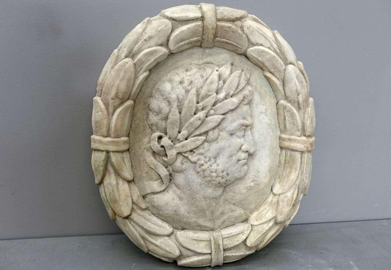 Bassorilievo in marmo Imperatore Romano