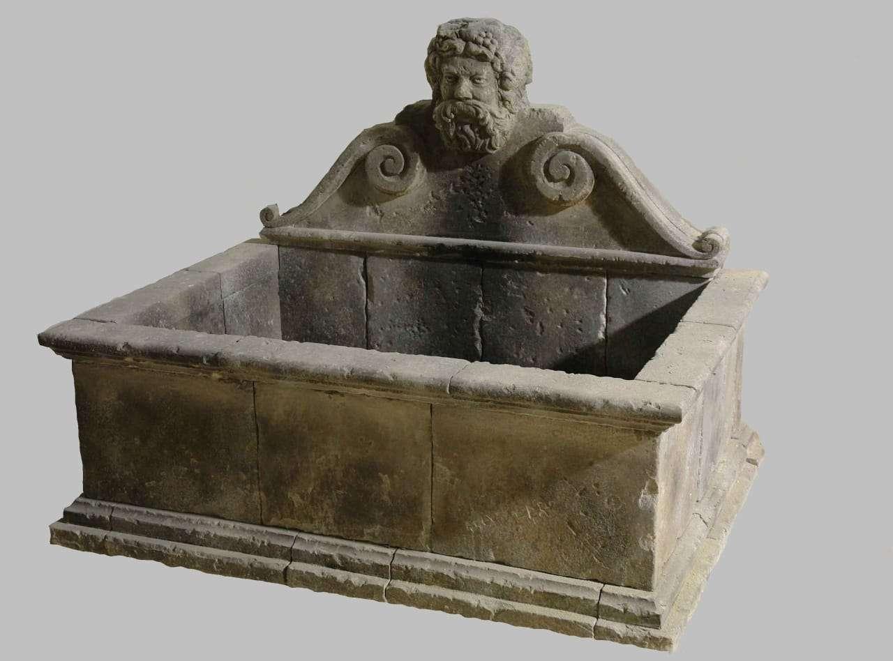 Fontana Vasca barocca scolpita in pietra di lecce