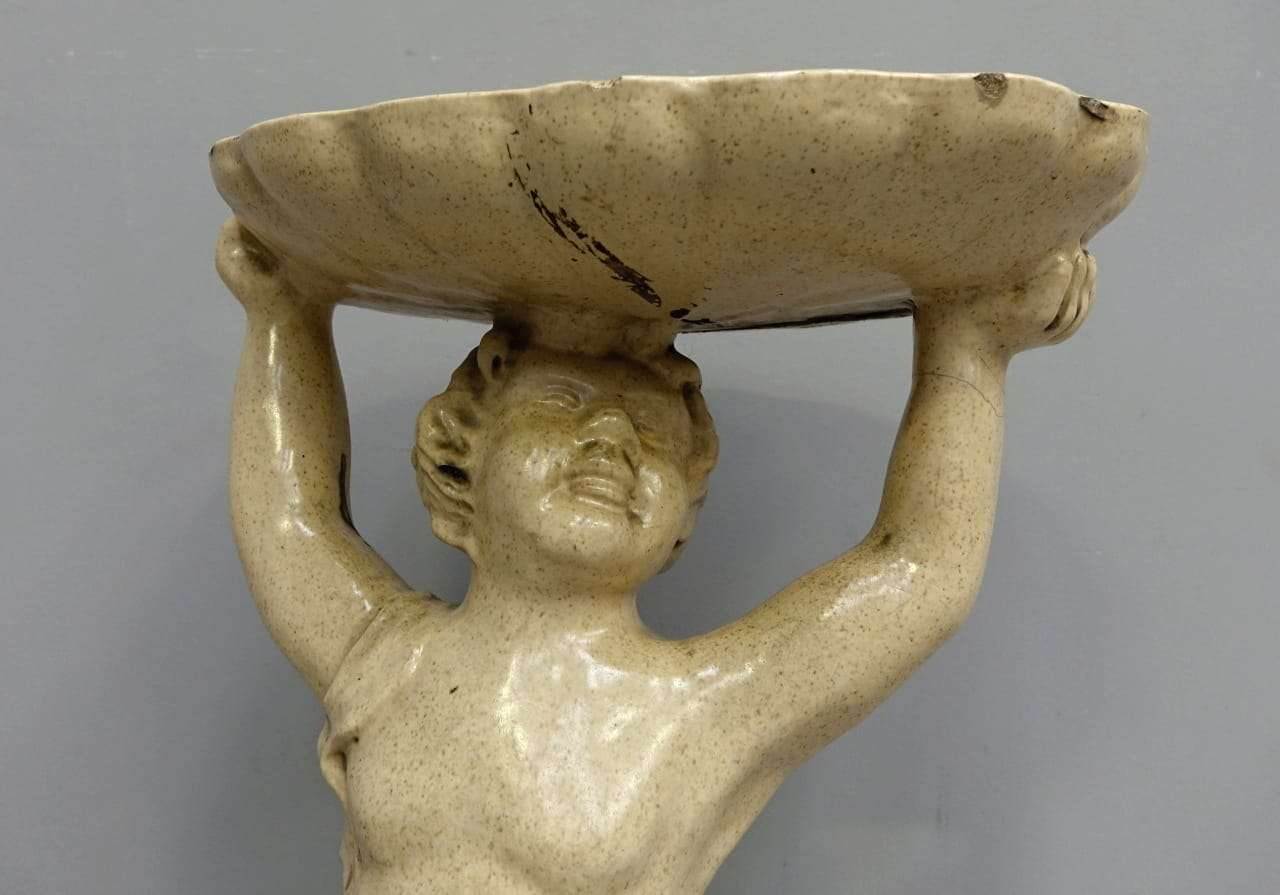 Statua raffigurante putto in pietra maiolicata 0150054