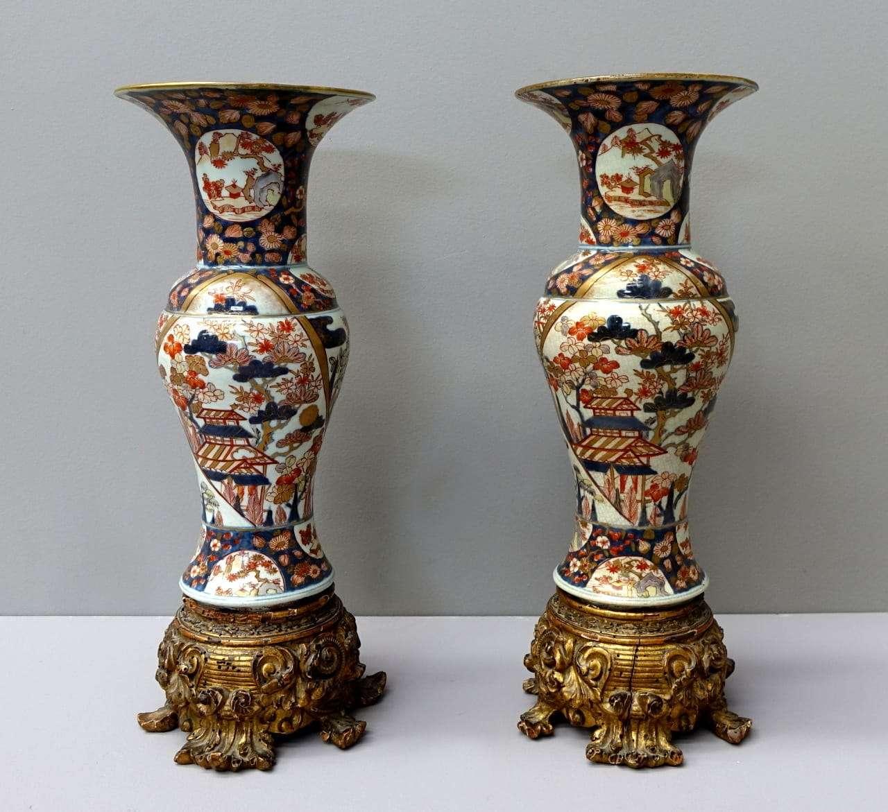 Coppia vasi Imari con base dorata