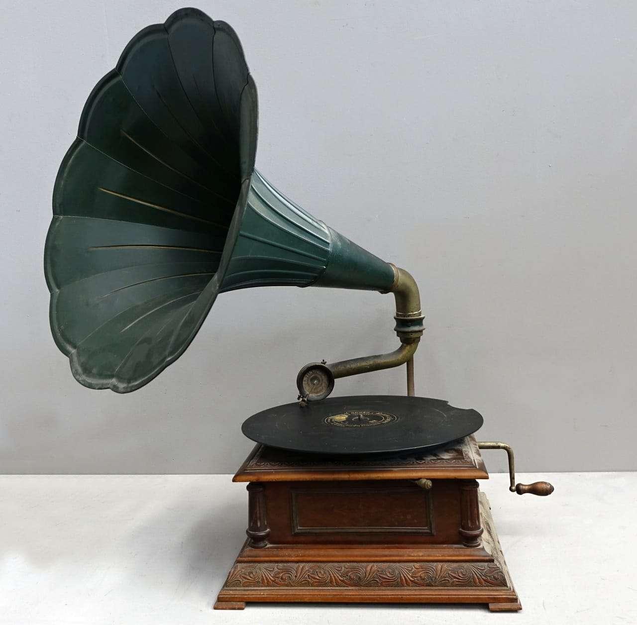 Grammofono d'epoca Pathephone
