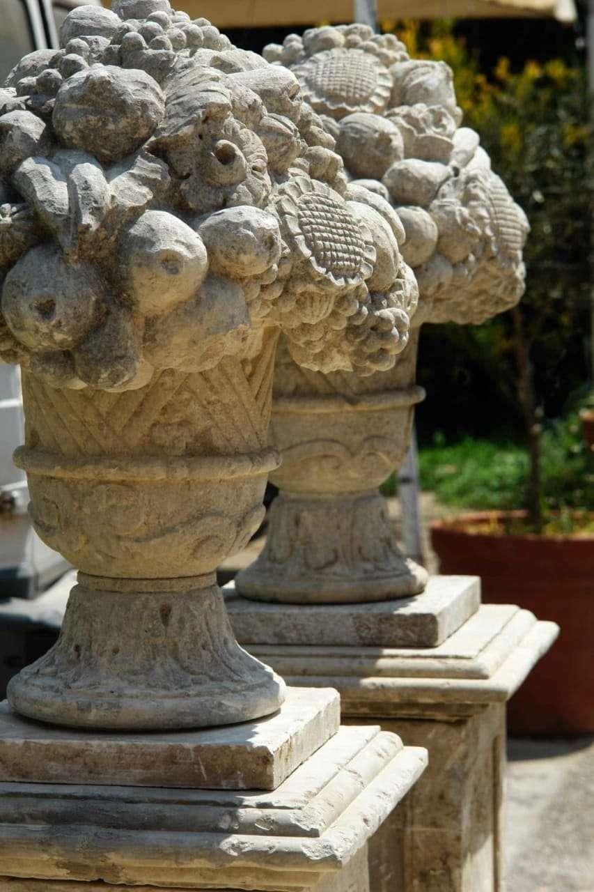 Coppia di vasi in pietra di lecce for Arredo giardino lecce