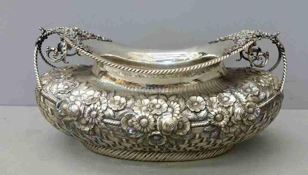Centrotavola in argento massiccio