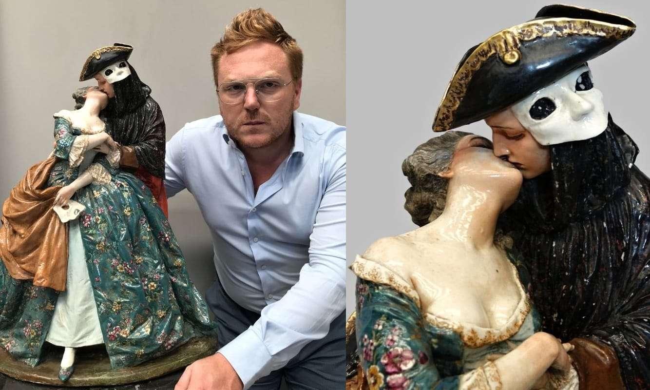 luigi fabris: grande gruppo scultoreo in ceramica   Il Bacio delle Baute