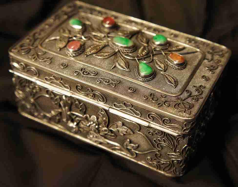 Scatola portagioie faberge argento e pietre dure