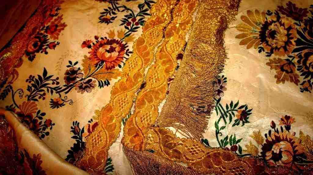 antiche stoffe ricamate – ricamo filigrana oro e argento stoffa