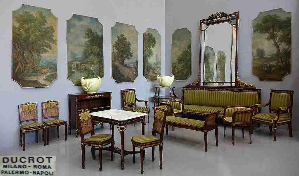 Salotto completo firmato Ducrot noce massello profili dorati divano specchiera