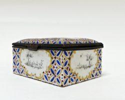 Scatola portagioie in porcellana epoca 700 dipinta a mano