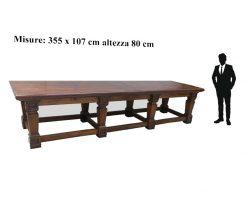 Grande tavolo da pranzo in noce massello restaurato