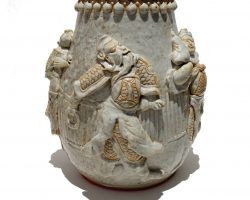 Vaso ceramica cinese con personaggi in rilievo, Cina epoca 800 ?